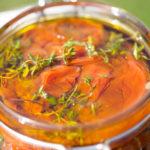 Nakladané pečené paradajky stymianom acesnakom