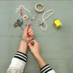 Zlepšovák: Ako zapnúť náramok jednou rukou