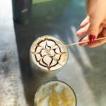 Káva slatte art sa lepšie predáva. Vyrobte si ju aj vy