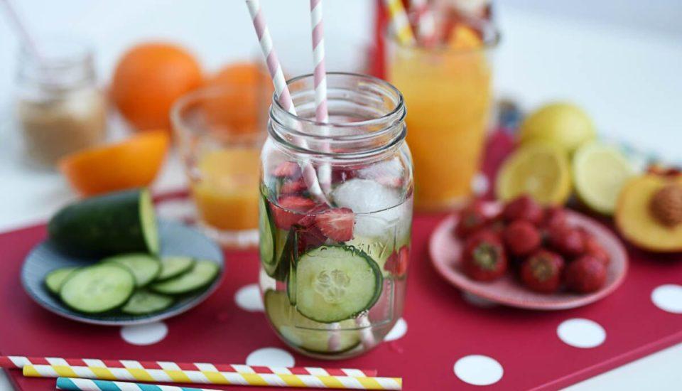 Ovocné drinky, ktoré nesmú chýbať na žiadnej letnej párty