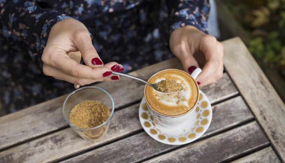 Cukor mení základnú podstatu kávy