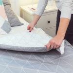 8 krokov, vďaka ktorým budete spať vdokonale načechraných perinkách