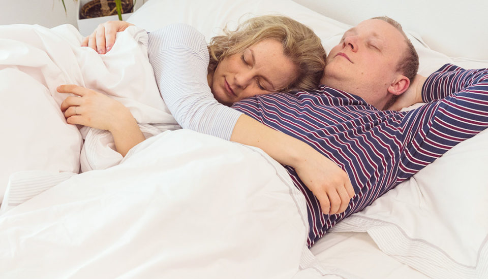 12 polôh pri zaspávaní. Čo hovoria ovašom vzťahu?