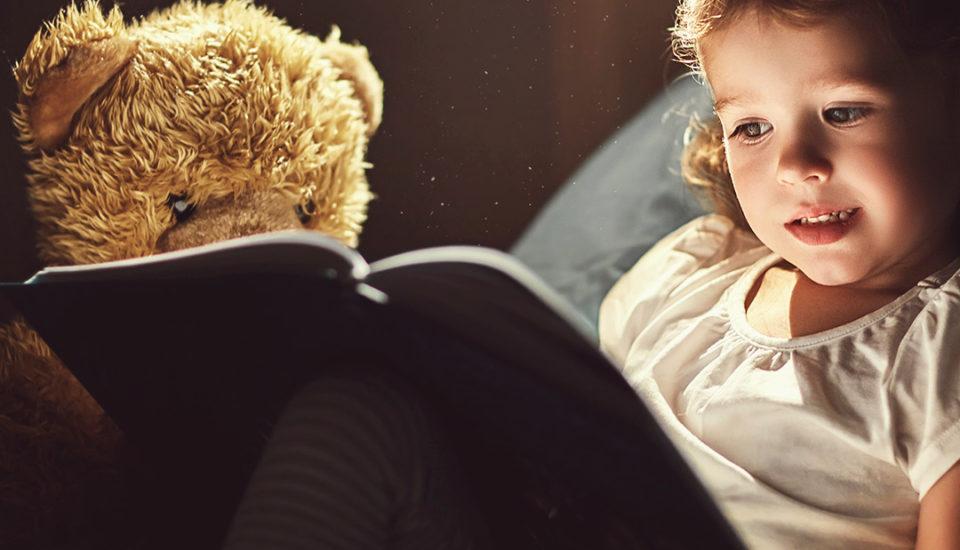 Prečo deti potrebujú ahlavne milujú strašidlá & ako bojovať stými pod posteľou