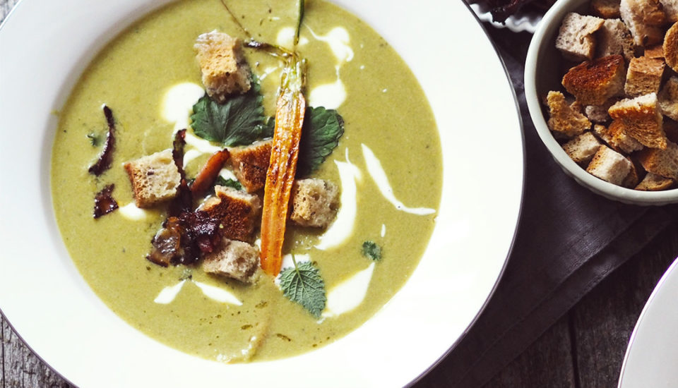 Hladučká hrášková polievka ako zluxusnej reštaurácie