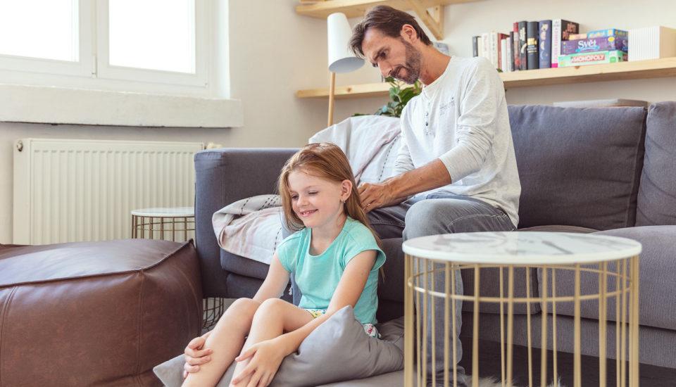 3 praktické návody, ako aj oteckovia môžu učesať dievčatká bez ťahania
