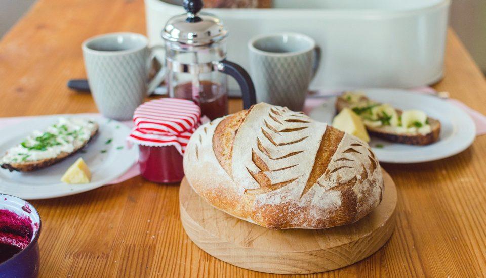 Chlieb ako od pekára si upečiete od základov kľudne aj sami. Stačia základné suroviny