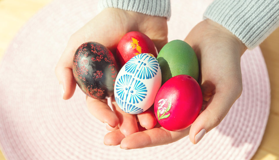 Vyskúšali sme niekoľko druhov zdobenia vajíčok. Ktoré stoja za tú námahu?