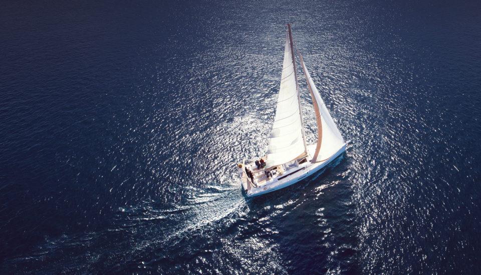 Je dovolenka na plachetnici len pre Onasisa? Nie je, ale toto by ste mali vedieť