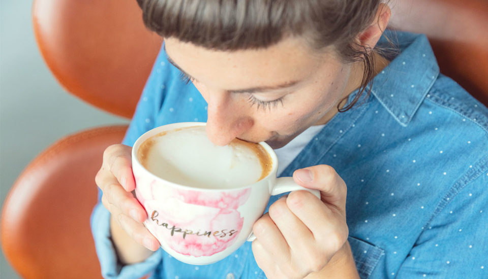 Ako doma našľahať mlieko (skoro) ako vkaviarni? Ide to prekvapivo ľahko