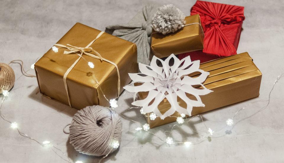 Fungujú šikovné návody na balenie darčekov?