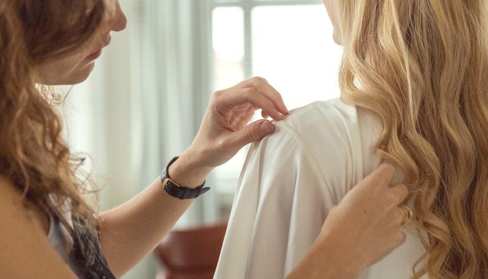 Čo si oblečiete pod svadobné šaty?