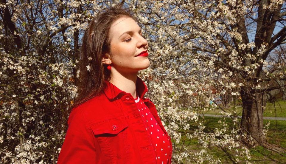 Jar plná retro kvetov – naučte sa ich nosiť aj kombinovať