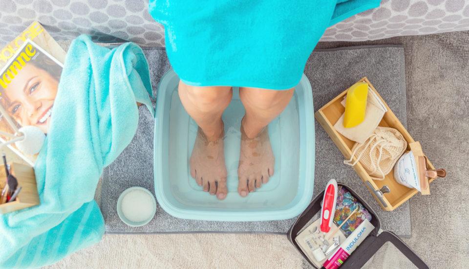 Aby som mala hebké nohy, pravidelne sa one starám doma. Čo na to pedikérka?