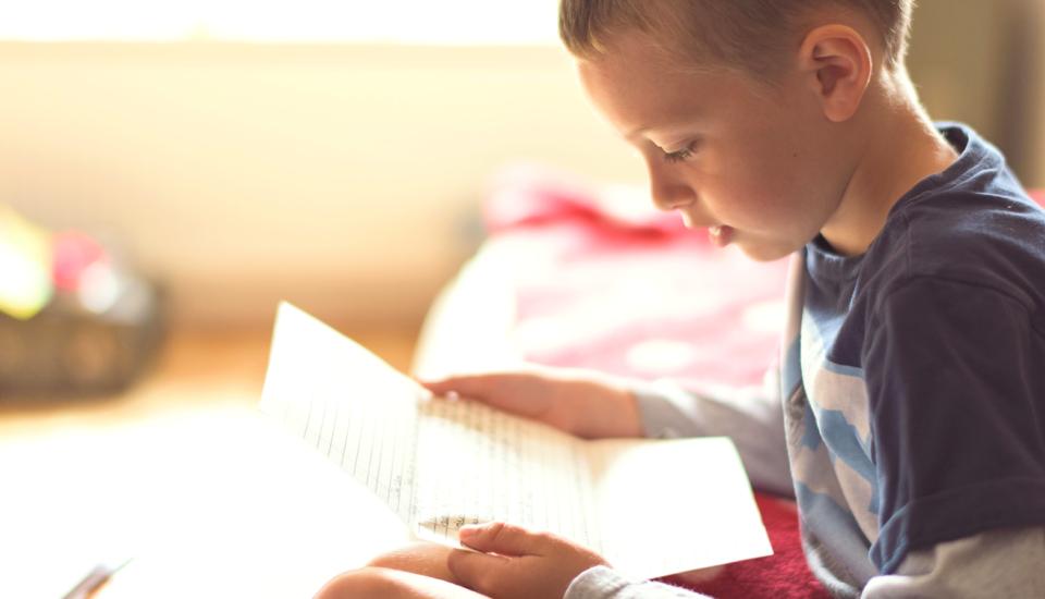 Dnešné deti majú mobily, ale listy na tábor sú dôležité! Ako to vidí odborník?