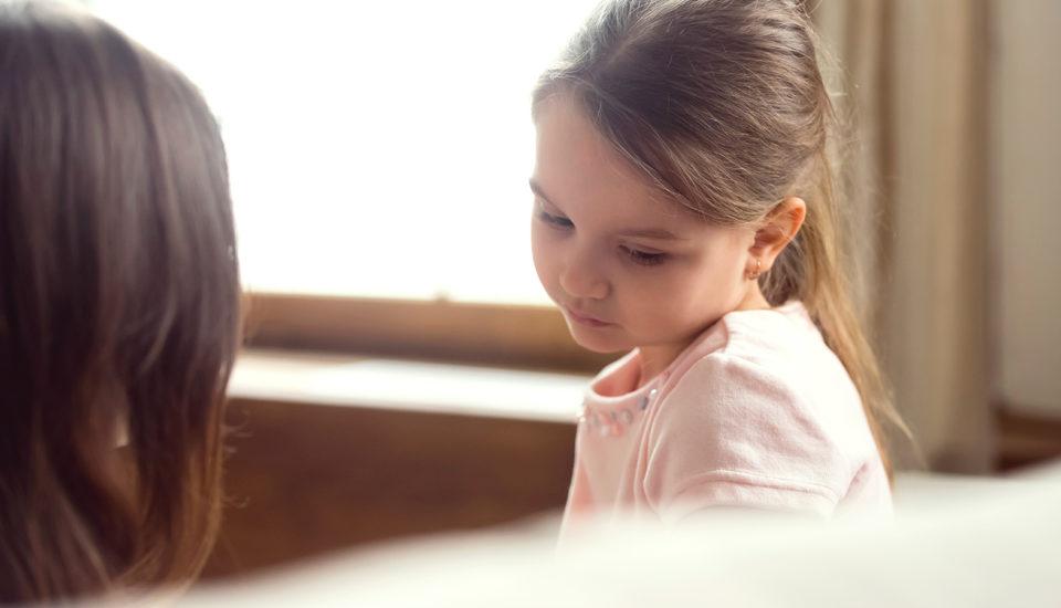 Psychologička radí: Ako sa sdeťmi rozprávať osmrti?