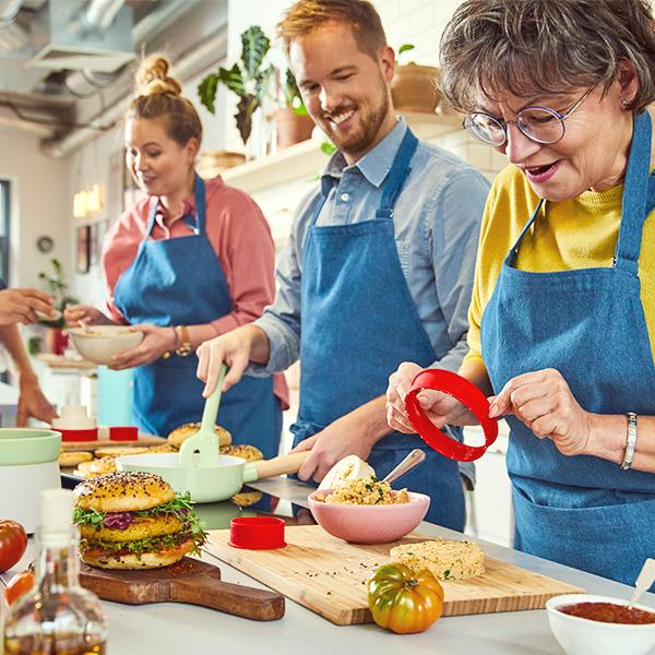 Výbava do kuchyne vjarných farbách