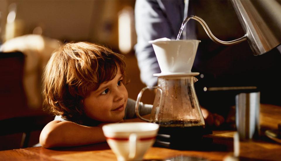 Voda ovplyvňuje chuť vašej kávy. Prečo sa to deje aaká voda je najlepšia?