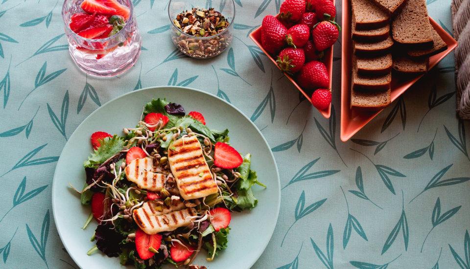 Vypestuj aodtrhni – šaláty zkvetináča priamo na tanier. Návod na výrobu kvetináča aj chutný recept