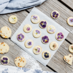 Sušienky zdobené jedlými kvetmi abylinkami sú hitom! Postup krok za krokom