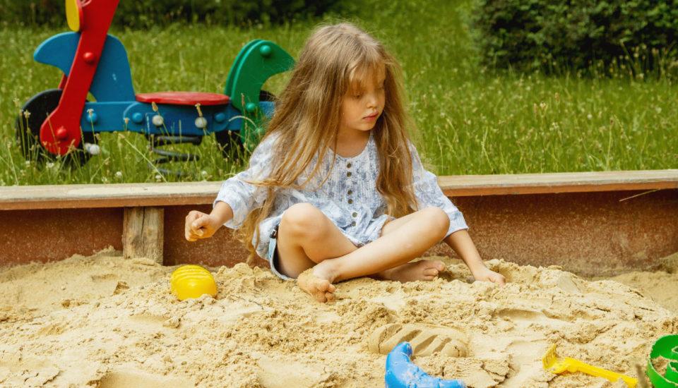 5 tipov na hry na pieskovisko, pri ktorých sa deti aj niečo naučia