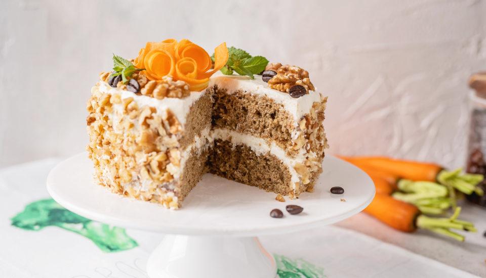 Recept na vláčnu mrkvovú tortu skávovým krémom