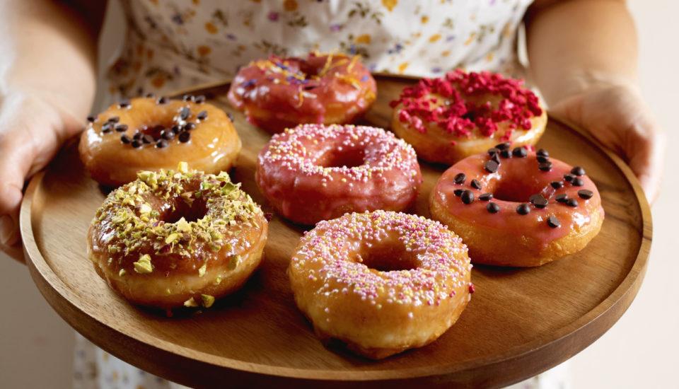 Pripravte si domáce donuty vrátane dokonalej polevy. Na narodeniny, alebo len tak