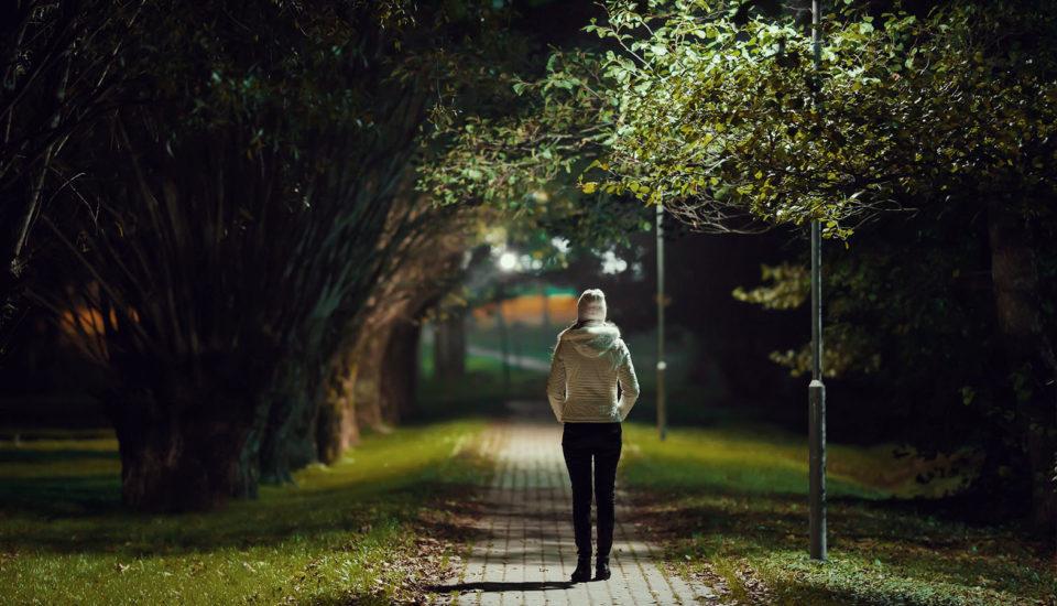 Bojíte sa vonku za tmy? Lektor sebaobrany radí, ako striasť agresora anebyť ľahkým cieľom