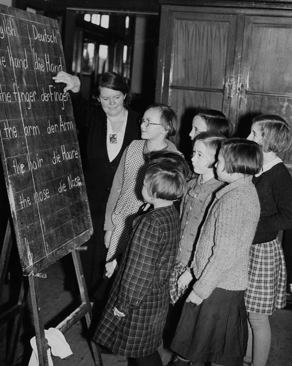 9th January 1939: Czech refugees from the Sudetenland having an english lesson in the Welsh town of Barry. (Photo by Maeers/Fox Photos/Getty Images)