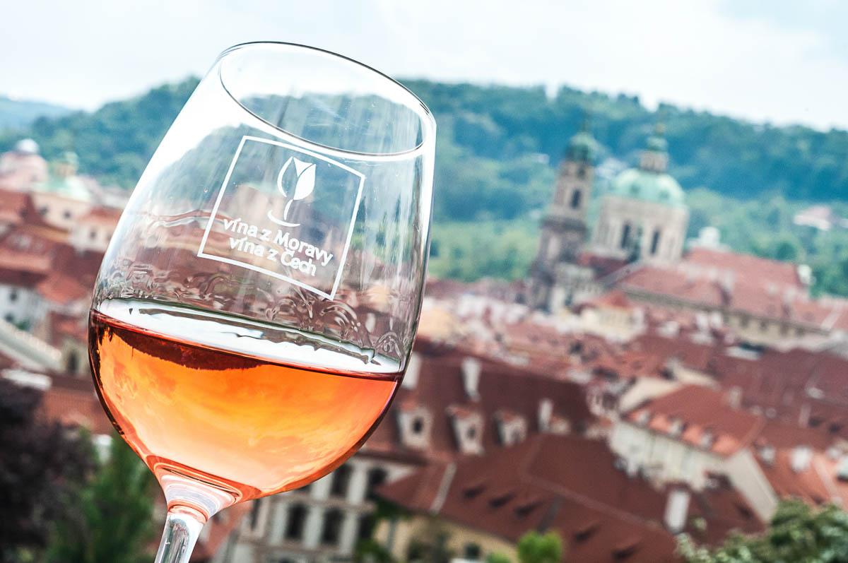 Slavnost ruzovich vin / svatovaclavska vinice, Praha, Hradcany